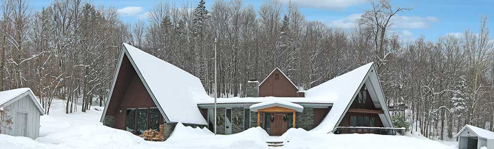 The Birch Ridge Inn covered with snow, Killington Vermont